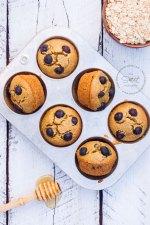 Receta para unos fáciles y esponjosos Muffins de Avena con Moras. Sin gluten y rapidísimos pues se hacen en la licuadora