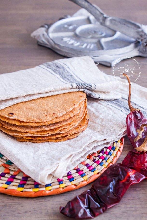Receta para hacer unas deliciosas Tortillas Picositas con el toque perfecto a chile guajillo.