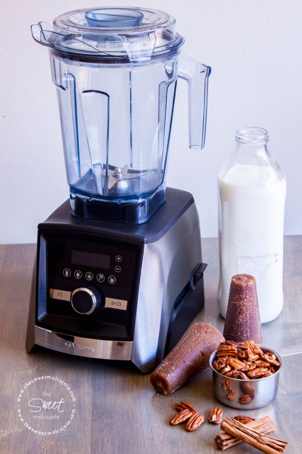 Licuadora Vitamix con ingredientes para hacer Atole de Nuez