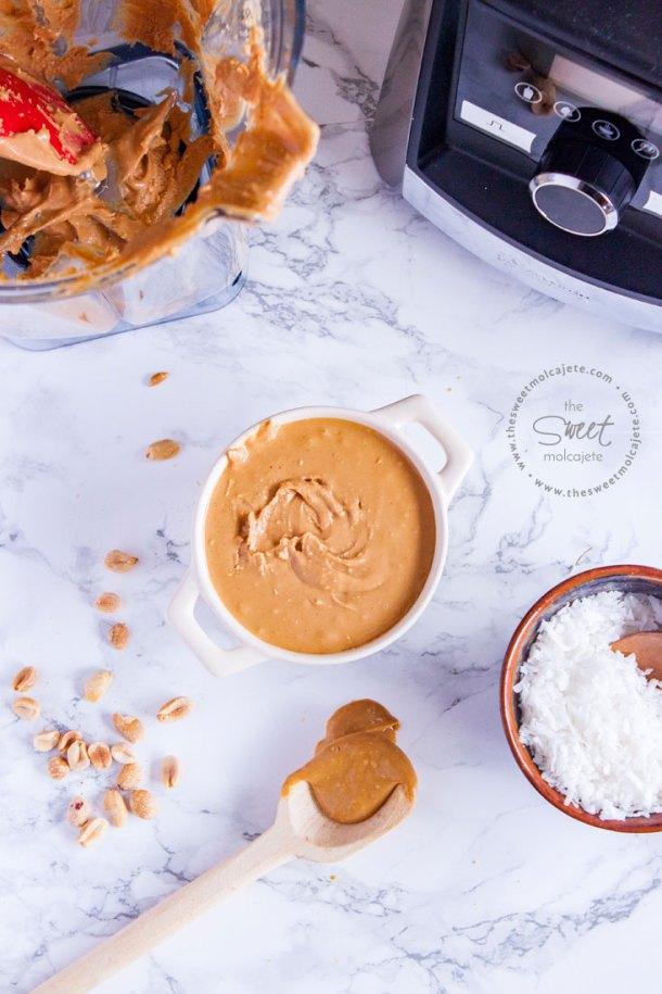 Crema de cacahuate recién hecha en licuadora vitamix