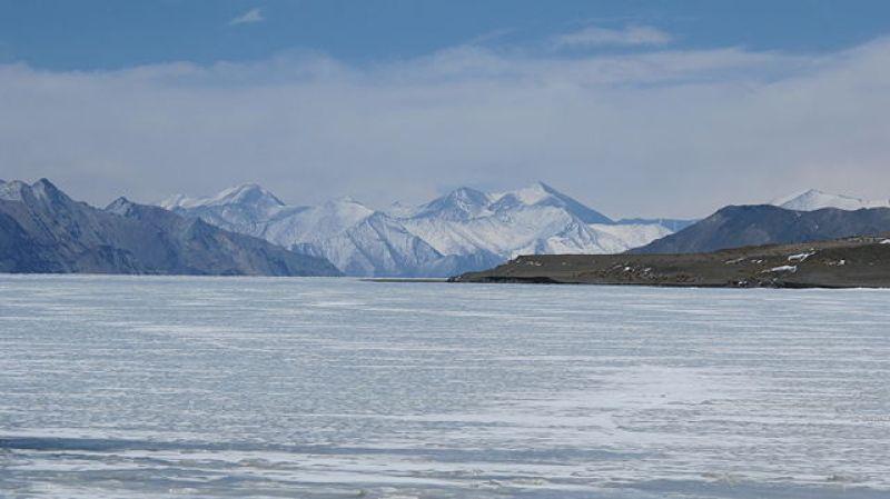 640px-Frozen_Pangong_Lake