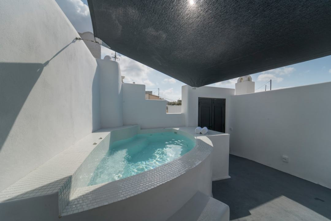 Luxury Cave in Santorini