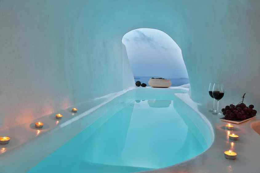 Lava Cave Suites, cave with a pool