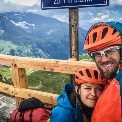 happy bicycle couple at Edelweißspitze