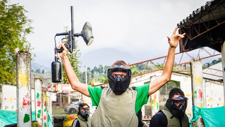 A man with a paintball gun at Paintball in Colombia
