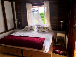 Matrimonial bedroom with mosquito net at the Clave Verde Ecolodge