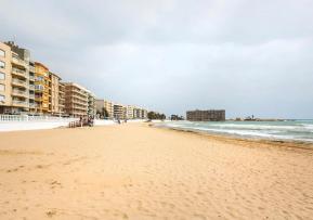 Sandy beachfront in Torrevieja