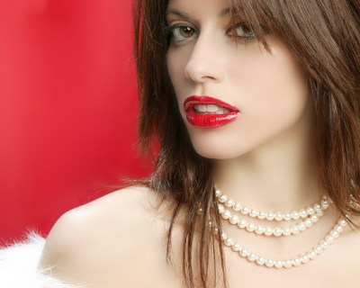 A heist caper featuring all 58 shades of Kara Nesvig's lipstick