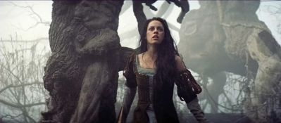 """Movie Review: """"Snow White and the Huntsman"""": Mainstream """"it girl"""" Kristen Stewart tries 2 become """"alt princess"""""""