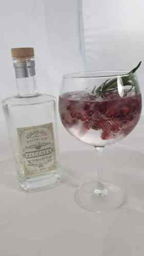 Blücher Granate mit Blücher Gin und Grantapfelkernen an der Schnapsbar