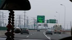 The highway from Shanghai to Zhenjiang boasted multiple lanes, and strangely, no congestion.