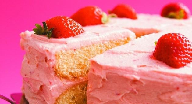 Delicious Denise buttermilk strawbery cake