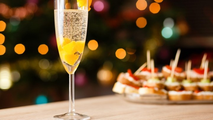 A Sparkling World: Fabulous Champagnes and Bubbles to Toast to 2017