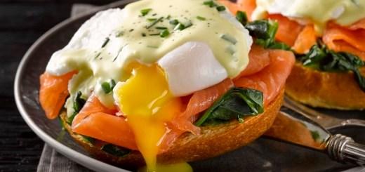 Breakfast eggs benedict recipe