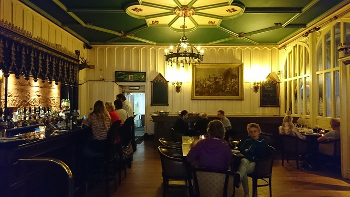 More than a Shining Armour: Knights Bat at Clontarf Castle Hotel, Clontarf – Bar Review [July Edition]