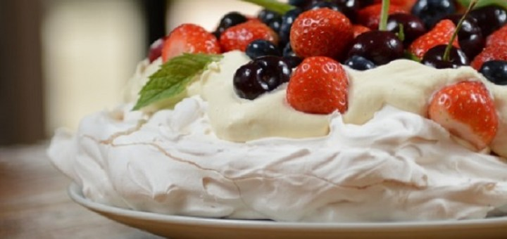 In celebration of Australia Day, the Australian Embassy in Ireland is hosting a Pavlova cooking class to teach food lovers in Ireland how to perfectly make the famous dessert.