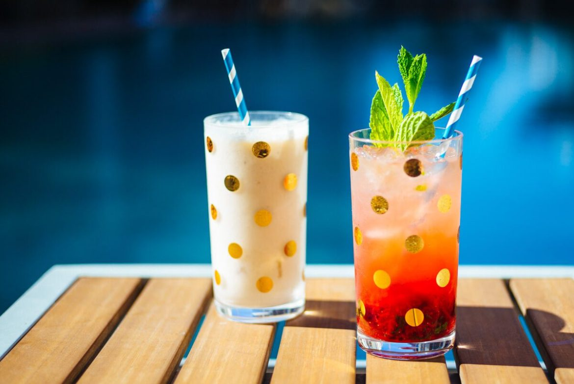 The Taste Edit serves Strawberry mojito and pina colada summer cocktails in kate spade polka dot glasses by the pool.