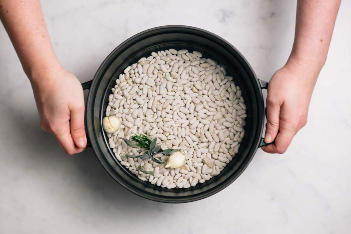 How to cook dried beans quickly with the taste edit