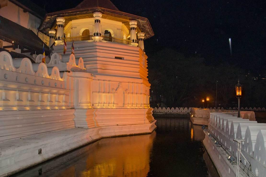 Świątynia Zęba w Kandy , fosa.