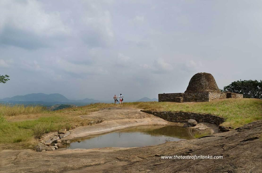 Yapahuwa, stupa i jeziorko na szczycie