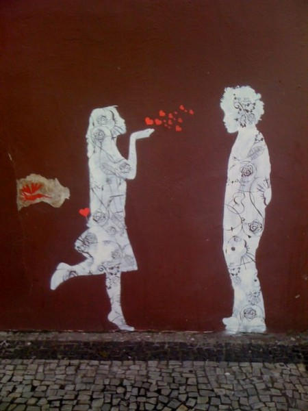 kiss love street art