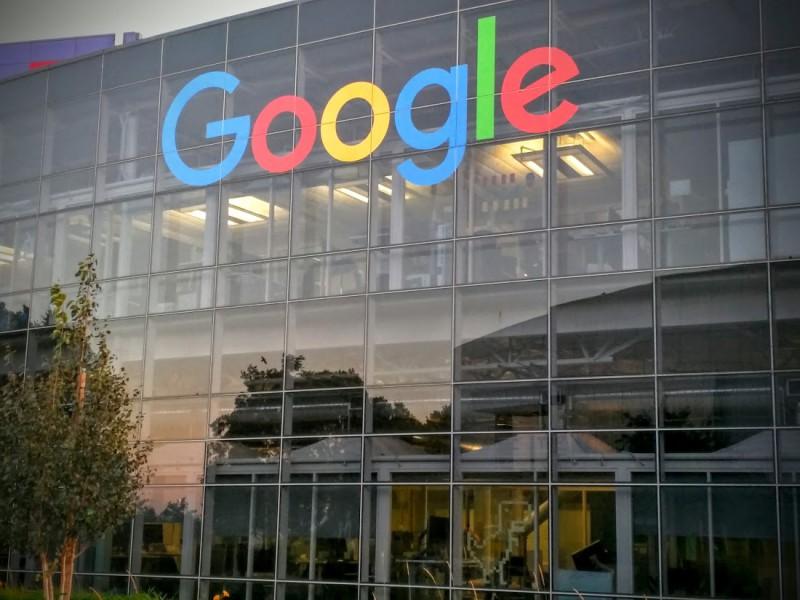 New-Logo-Up-At-GooglePlex-800x600