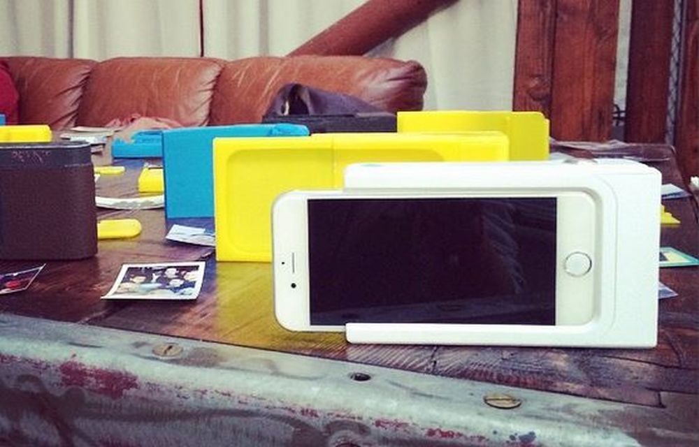 Turn Your Smartphone Into A Polaroid Camera With Prynt Case