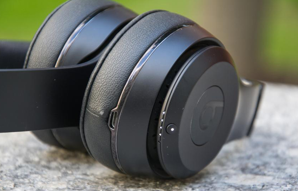 beats-solo3-wireless-headphone-zoomed-view