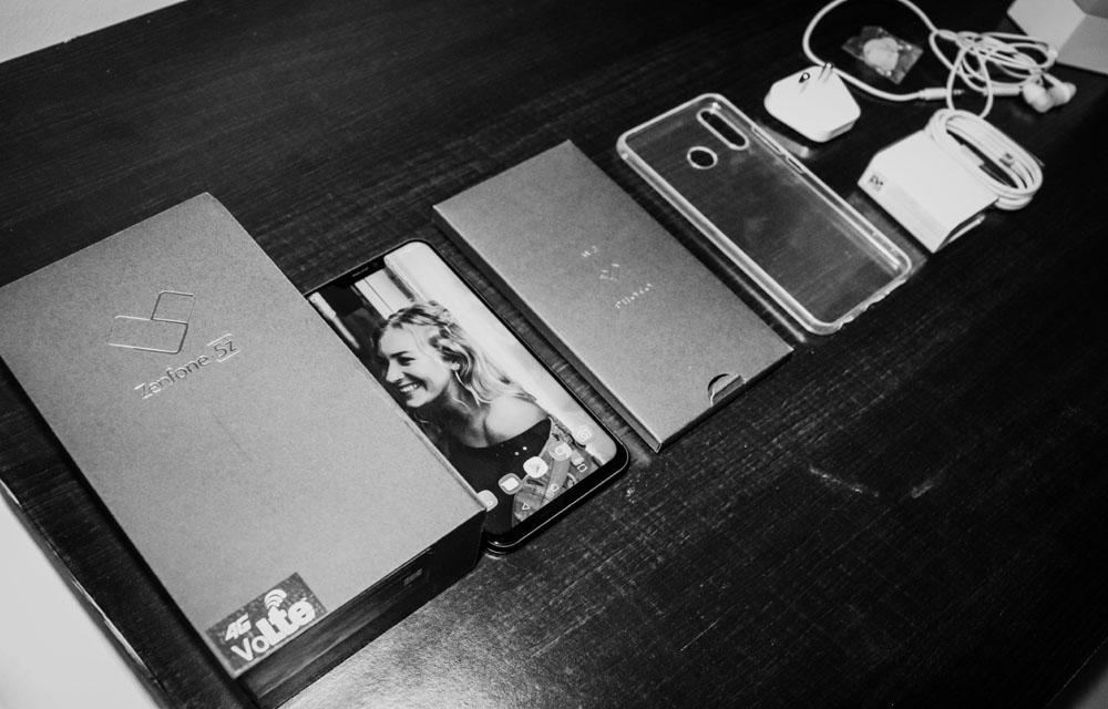 Asus Zenfone 5Z Box Contents