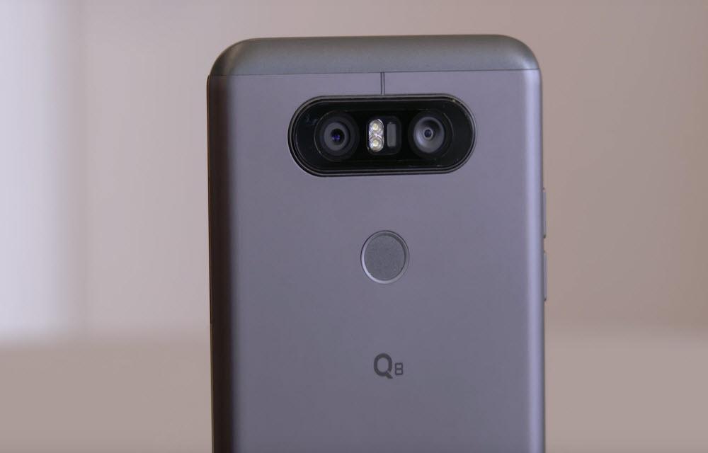 LG Q8 Camera