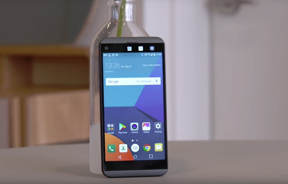LG Q8 Review