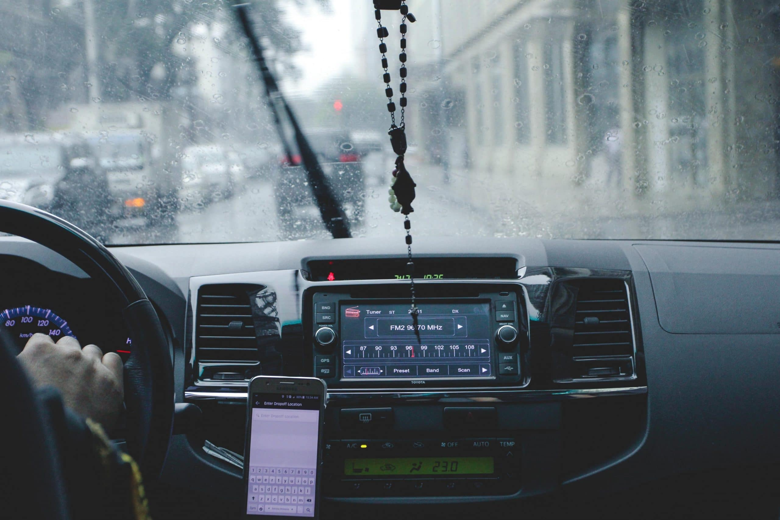 10 Uber and Lyft safety tips everyone should know