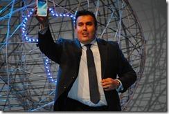Galaxy Note II - George Ferreira showing it off