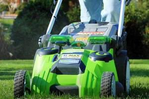 Greenworks 25302 Cordless Lawn Mower Review