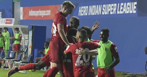 NorthEast United ride of Kwesi Appiah's penalty to see off ten-man Mumbai City FC