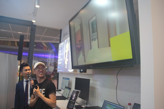 Eugene Soh (artist and founder of Dude Studios) doing a demo of Mind Palace, a Virtual Reality project for dementia patients.