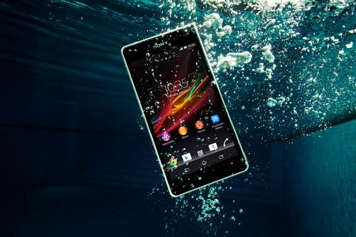 Three Superb Waterproof Smartphones for the Summer of 2013