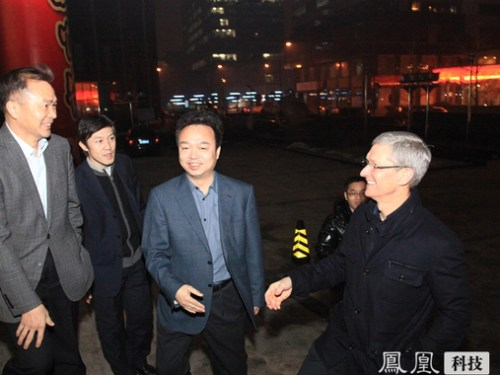 Apple CEO Tim Cook Meets with Executives from China Telecom in China