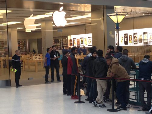 Video and Photos of the iPhone 5s and iPhone 5c Launch at My Local Apple Store