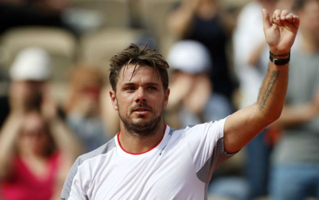 Paris. Stan Wawrinka helped a boy lost on the podium to find his father
