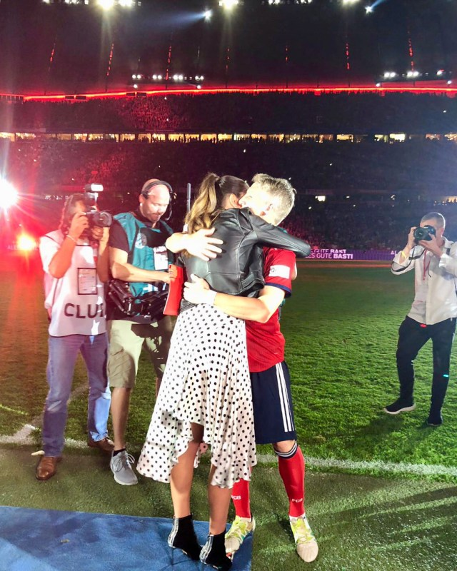 Ana-Ivanovic-and-Bastian-Schweinsteiger-at-the-football-stadium.