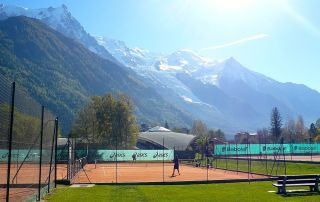 ©Chamonix-France-KPayot-tennis-courts-and-mountains