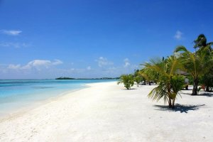 tennis-tourist-four-seasons-kuda-huraa-maldives-beach-ocean-kathy-london