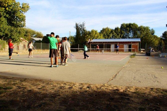 tennis-tourist-cancha-de-tenis-lessons-el-bolson-argentina-teri-church