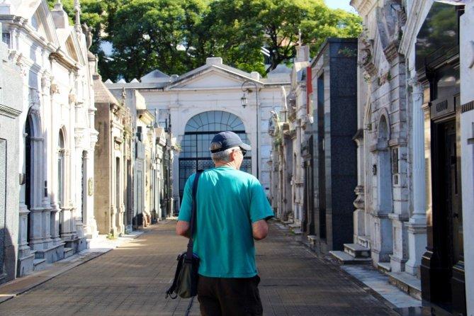 tennis-tourist-buenos-aires-argentina-cemetery-evita-teri-church