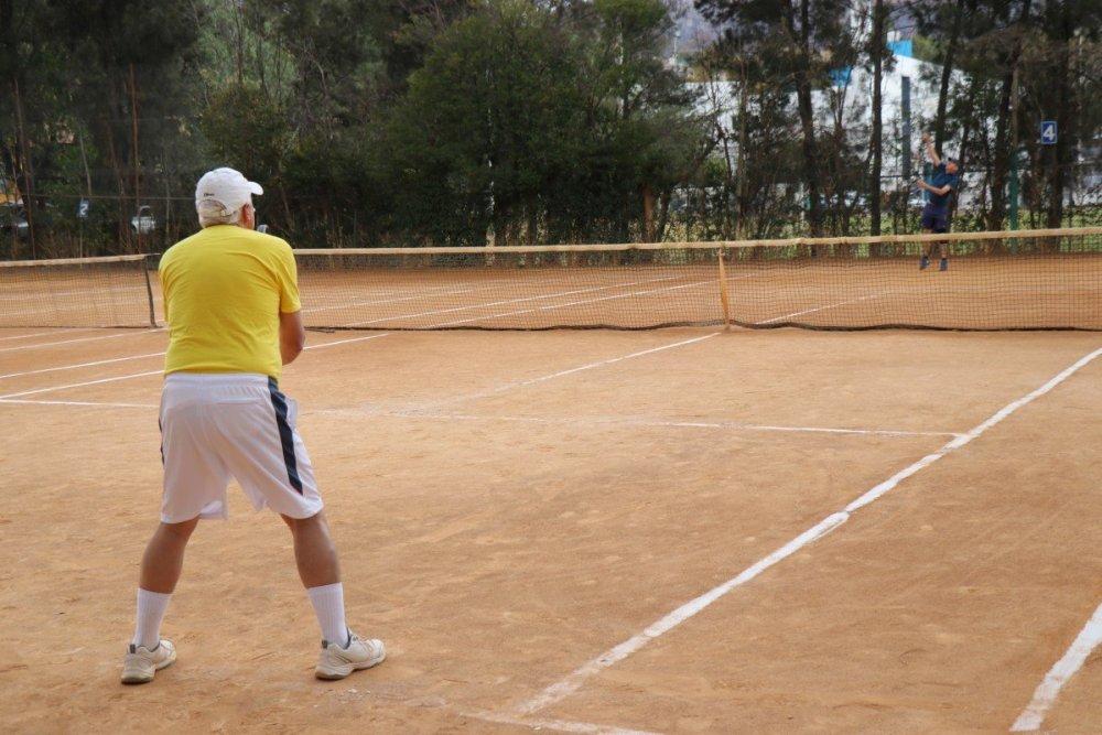 tennis-tourist-guanajuato-mexico-club-tenis-santa-fe-bob-teri-church
