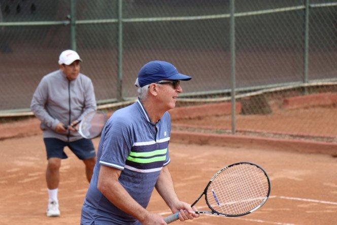 tennis-tourist-guadalajara-mexico-club-los-pinos-bill-raul-teri-church