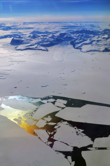 Flying over Antarctic coast (Jan 2013)