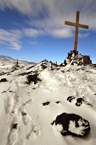 Memorial cross to Shackleton's party, Cape Evans (Nov 2011)