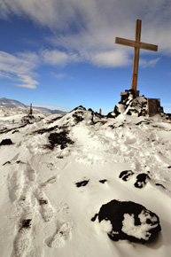 Memorial cross to Shackleton's party, Cape Evans (Nov 2011)